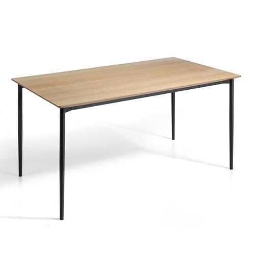 Mesa de comedor fija en madera de roble.