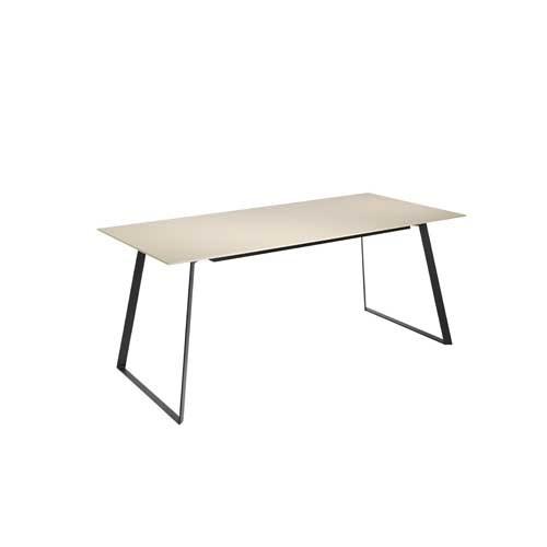 Mesa de comedor en MDF color moga brillo patas negro mate